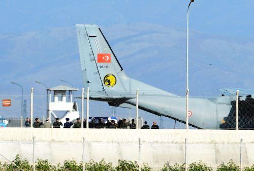 Turquía recupera cuerpo de piloto de avión ruso derribado
