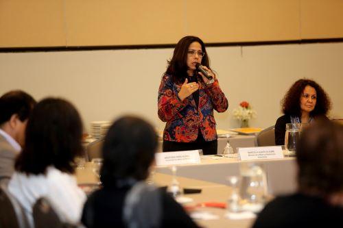 Ministra de la Mujer, Marcela Huaita, informó que sólo 14 universidades en el Perú dictan cursos con enfoque de género.