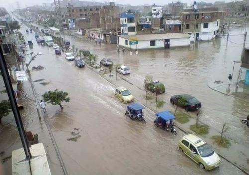 El sistema de alcantarillado de Chiclayo colapsó por las lluvias torrenciales.