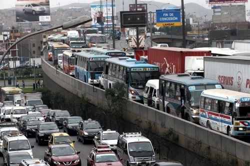 Congestión vehicular en Lima