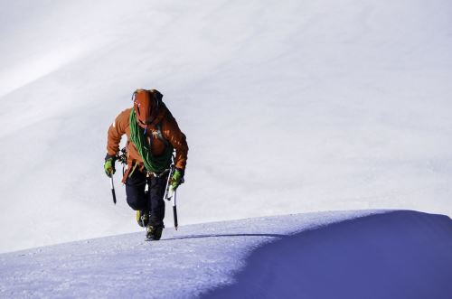 Montañista peruano Víctor Rímac llegó a la cima del Everest