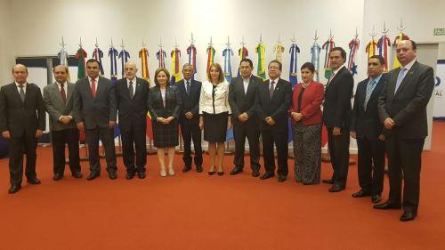 Fiscales de la región reunidos en cita de Brasilia, Brasil