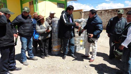 Agro Rural entregó kits veterinarios a productores de alpaca.