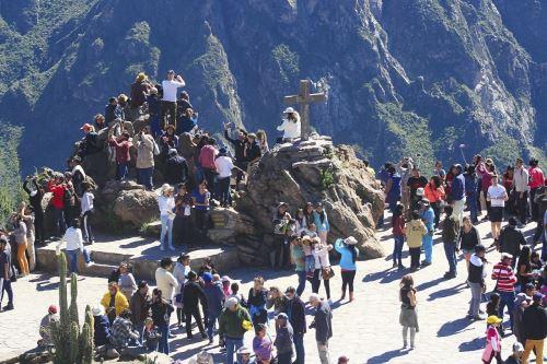 El mirador de la Cruz del Cóndor es la zona más visitada por los turistas.