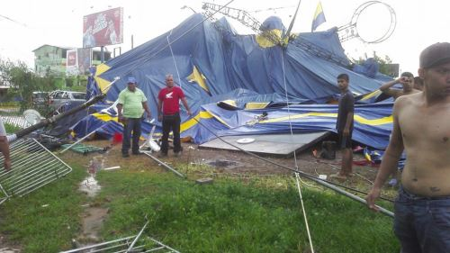 La estructura del circo montado en Tarapoto no soportó fuerza del viento.