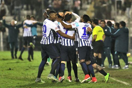 Alianza Lima ganó 1 a 0 a Universitario de Deportes en el clásico del fútbol peruano en el estadio Matute