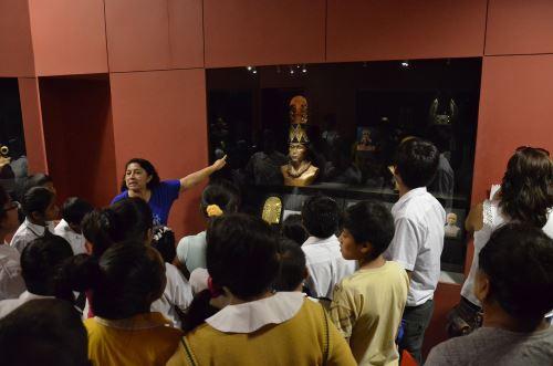 En la exposición se muestran vestigios arqueológicos de la cultura Sicán.