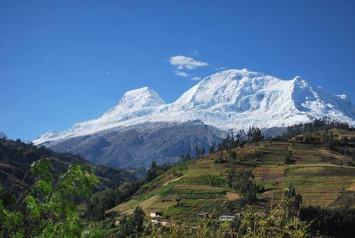 Verán influencia del nevado Huascarán en sistema climático temporal.