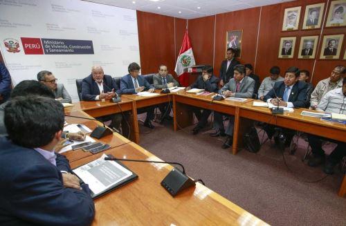 Alcaldes, congresistas y dirigentes de Puno se reunieron con ministro de Vivienda, Carlos Bruce