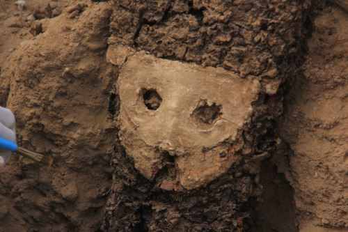 Peru: Wood sculptures and other relics found at ancient Chan Chan