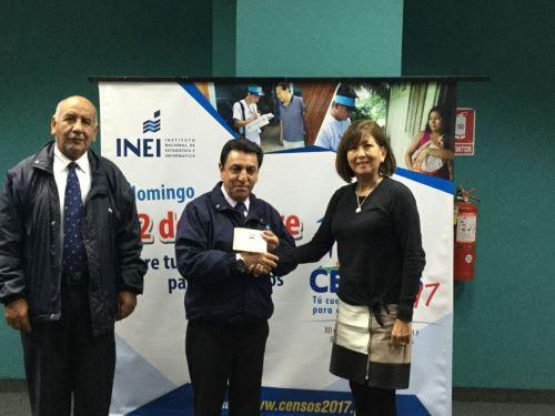 Jefe del INEI, Aníbal Sánchez; y directora de Gobierno Interior, Yolanda Falcón, firmaron acuerdo.