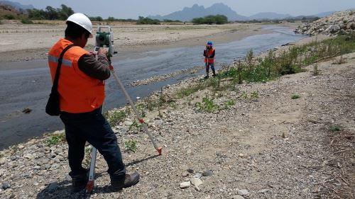 Labores de topografía en cauce del río Olmos durarán 15 días.