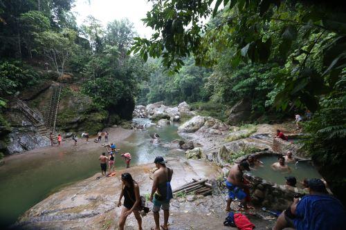 Aguas termales nos reciben en la antesala la cascada de Pishirayacu