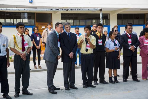 Escolares mostraron interés por visita del Nobel de Química 2015 Azis Sancar.