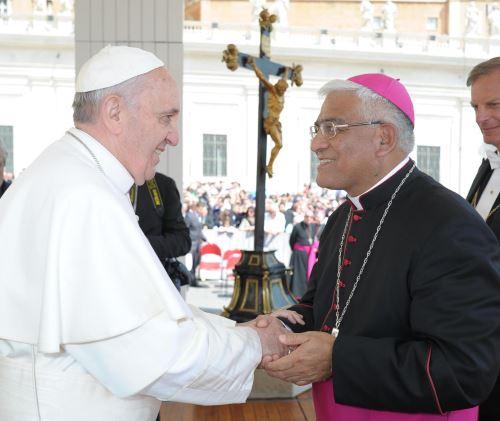 Inescrupulosos intentan aprovechar visita del papa Francisco para engañar a fieles.