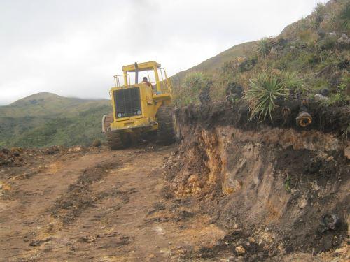 Maquinaria de la Municipalidad de Santa Cruz trabaja en la zona.