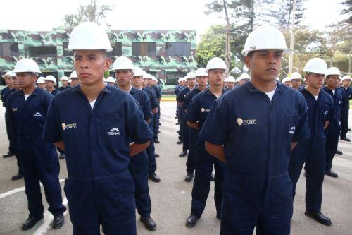 J venes del servicio militar se graduaron como t cnicos for Portal del instalador de gas natural