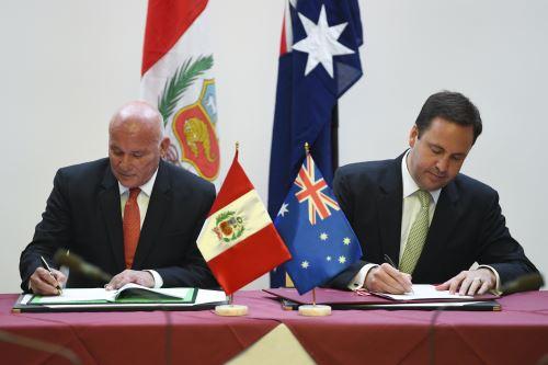 Perú y Australia firman TLC