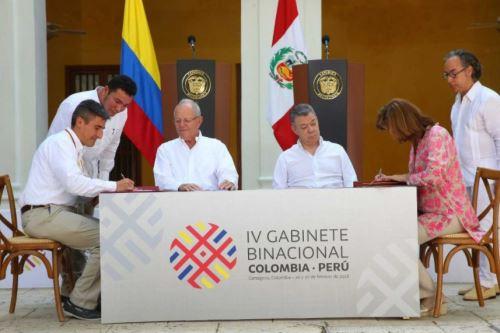 Kuczynski y Santos sostienen reunión bilateral en Colombia