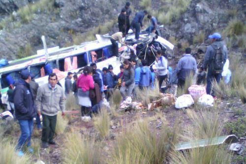 Unos 7 muertos y 40 heridos deja caída de autobús en Perú