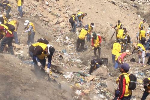 Sentenciados salen a limpiar la ciudad — Arequipa