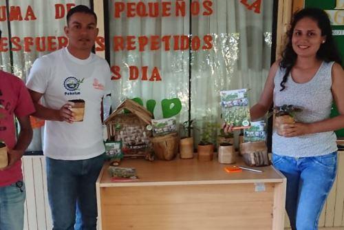 7bb1b3394 El Proyecto Plátano de la Dirección de Desarrollo Agropecuario del Gobierno  Regional de San Martín, presentó en Tarapoto bolsas biodegradables de  corteza de ...