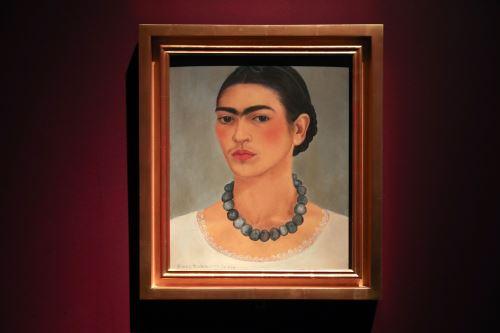 Obra titulada Autorretrato con collar