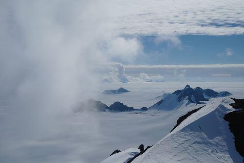 Nubes veraniegas en la Antártida