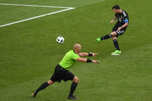 Messi falla un penal contra Islandia