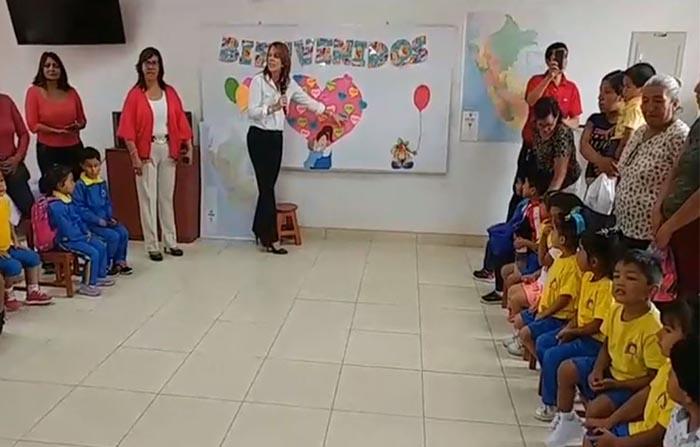 Desde Manchay, Cayetana Aljovín, titular del Ministerio de Relaciones Exteriores del Perú, realiza una clase maestra a los estudiantes.