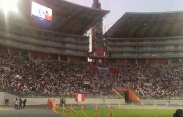 Desde el Estadio Nacional, hinchas participan de una marcha en apoyo al capitán de la Selección Peruana