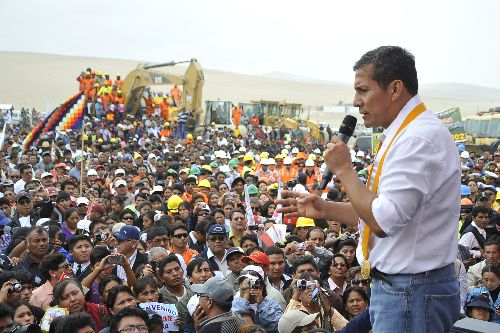 Presidente Ollanta Humala participó en inicio de obras del tramo desvío Quilca–Matarani, de la carretera Camaná–Desvío Quilca-Matarani-Ilo-Tacna.Foto: ANDINA/Prensa Presidencia