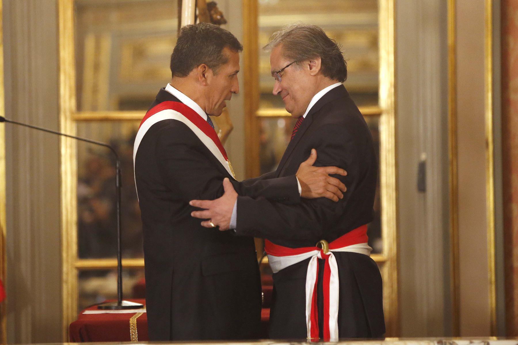 Walter alb n jur como nuevo ministro del interior for Nuevo ministro del interior peru
