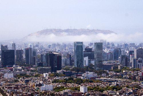 LIMA, PERÚ - DICIEMBRE 26. Vista aérea del Centro Financiero de la capital, durante el patrullaje del helicóptero de la policía nacional. Foto: ANDINA