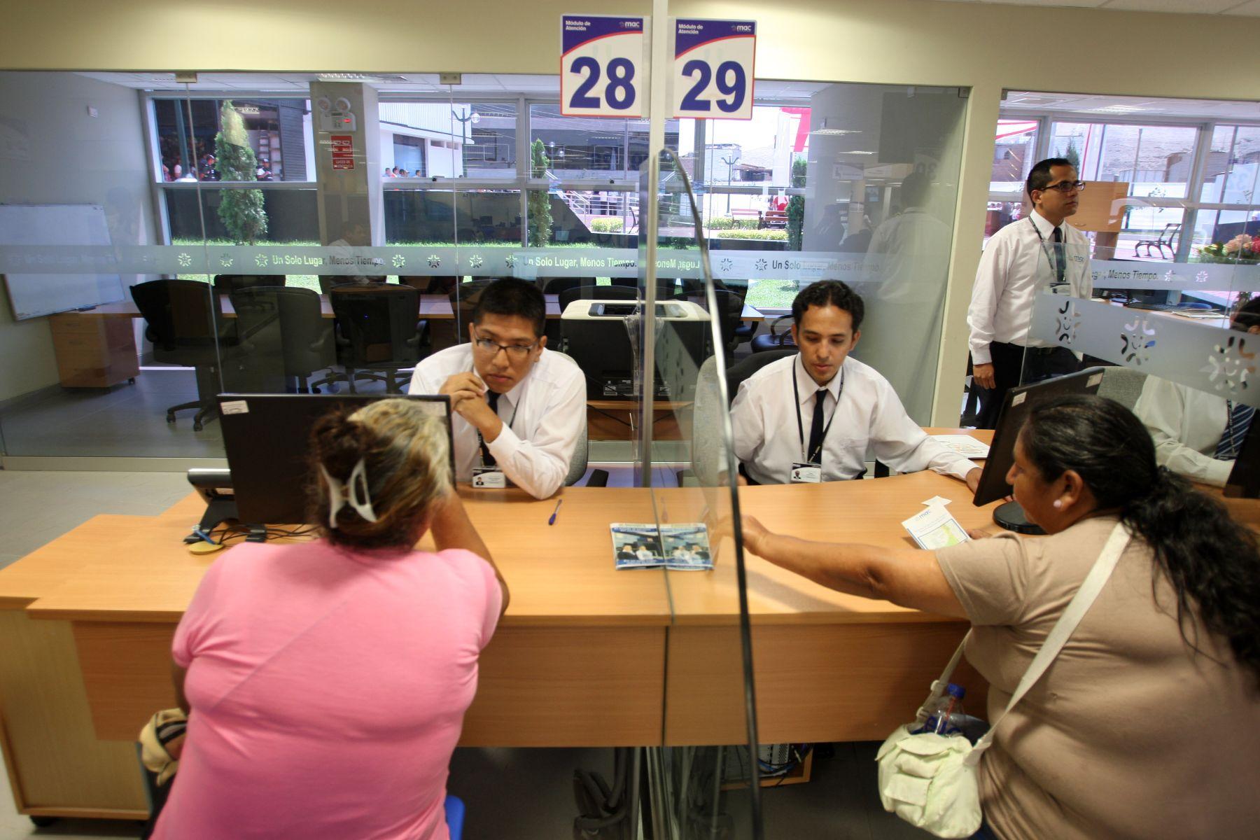 Indecopi ofrece sus servicios a ciudadanos de la selva for Oficina atencion al contribuyente madrid