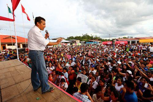 """Presidente Ollanta Humala colocó la primera piedra del proyecto """"Instalación del Sistema Integral de Agua Potable y Alcantarillado"""" y entregó títulos de propiedad en el Centro Poblado Puerto Súngaro, en el distrito de Puerto Inca, región Huánuco. ANDINA/Presidencia"""
