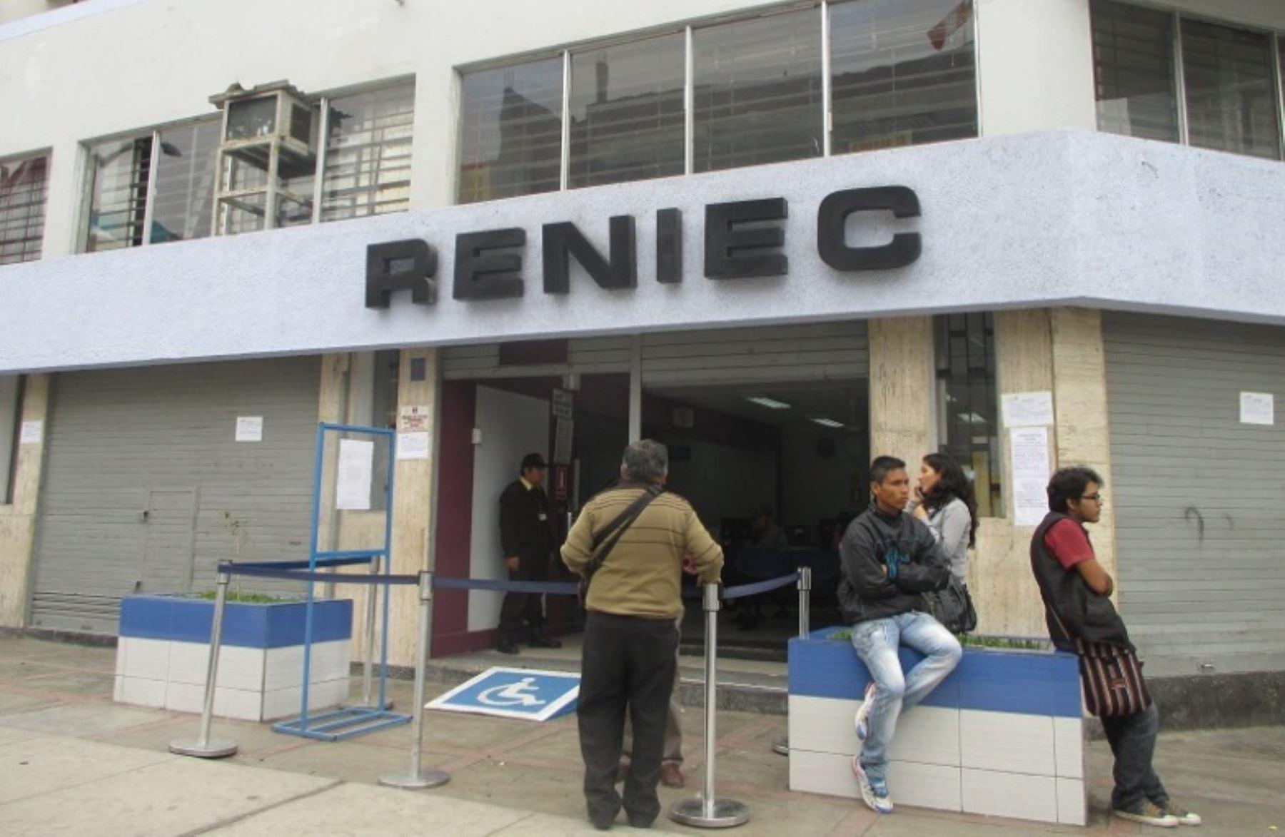 Reniec retira a presuntos electores golondrinos de for Oficina nacional de deportes