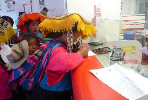 Juntos Bienvenidos Madres Pobreza Provincias Niños Atención Bancos Cajeros DNI Asistencia Cobro en Ventanilla Lactancia Lamas