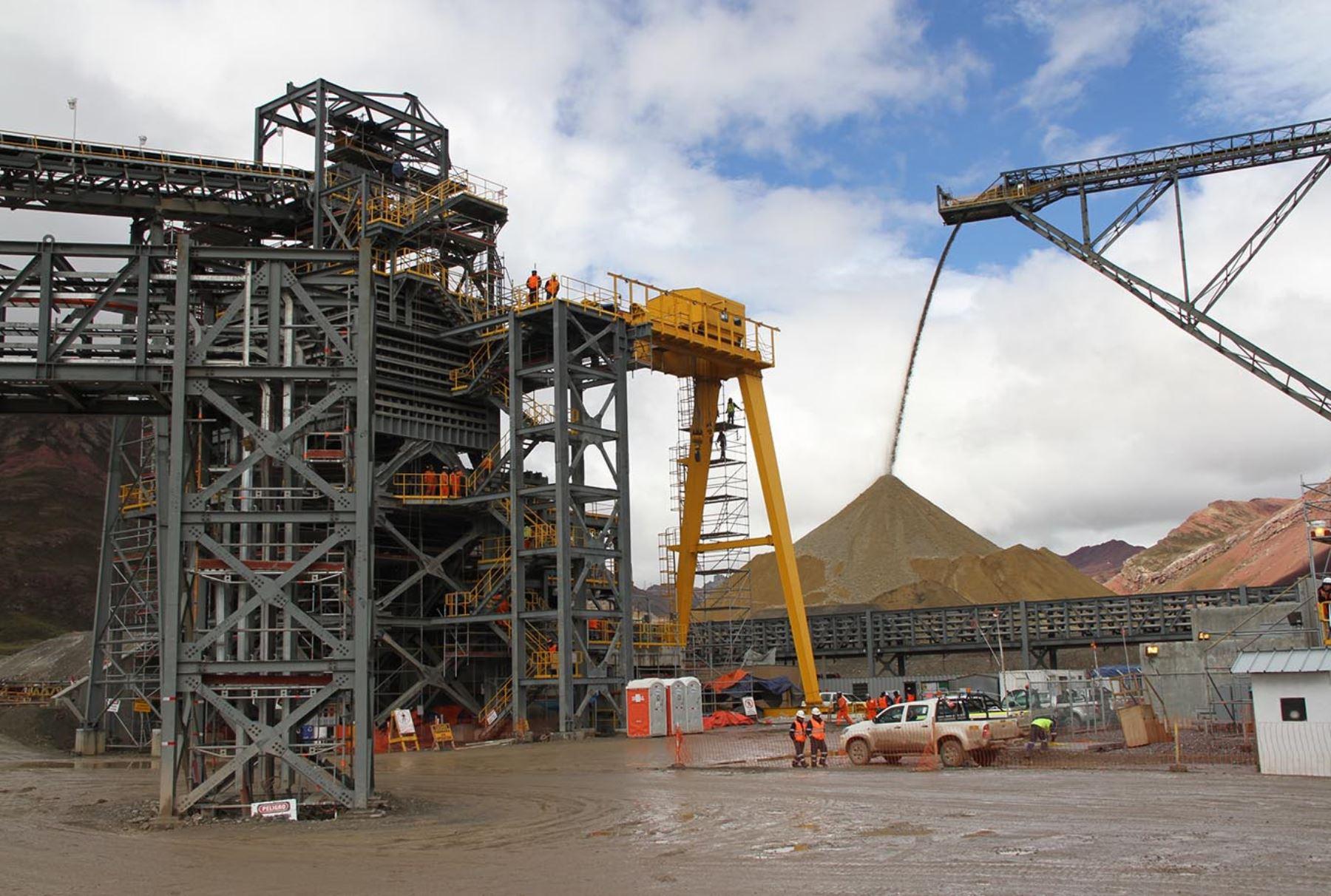 Resultado de imagen para Ejecutivo promoverá 5 proyectos mineros en 2018 por US$ 10,000 millones