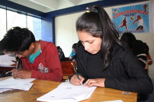 Convocan a jóvenes talentos para que postulen a Beca 18