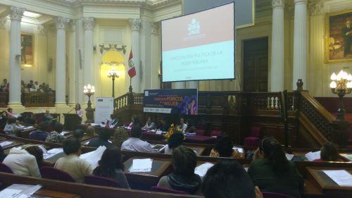 Foro del JNE destaca participación de la mujer en elecciones municipales y regionales 2014.