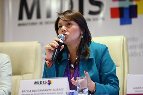 Ministra de Desarrollo e Inclusión Social, Paola Bustamante, ofrece detalles del Proceso de Compras 2015 del Programa Nacional de Alimentación Escolar Qali Warma. ANDINA/Norman Córdova