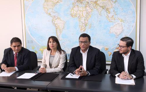 """Ministerios de Agricultura y de Comercio Exterior y Turismo suscribieron convenio para la implementación de """"agregados agrícolas"""" en las OCEX en China, Japón, India y Brasil y México. Difusión"""