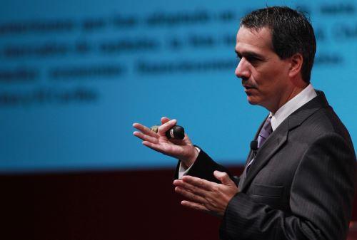 LIMA PERU, ENERO 28. Ministro de Economia Alvaro Segura, durante su intervención del Perú Summit 2015, organizado por Bloomberg. Foto: ANDINA/Melina Mejía