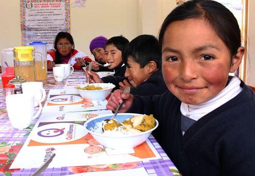 Qali Warma brinda alimentación a niños en extrema pobreza. Foto: Difusión