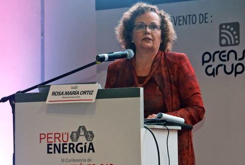 La ministra de Energía y Minas, Rosa María Ortiz al clausurar la III Conferencia Petróleo, Gas y Electricidad.