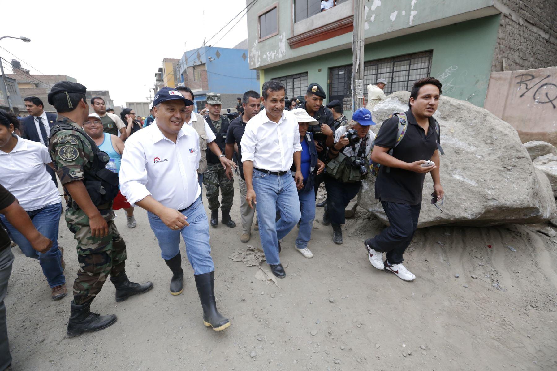 Presidente de la República Ollanta Humala junto al Ministro Milton Von Hesse, Ministro de Vivienda, supervisan obras de rehabilitación tras caída de huaicos en Chosica.ANDINA/Difusión