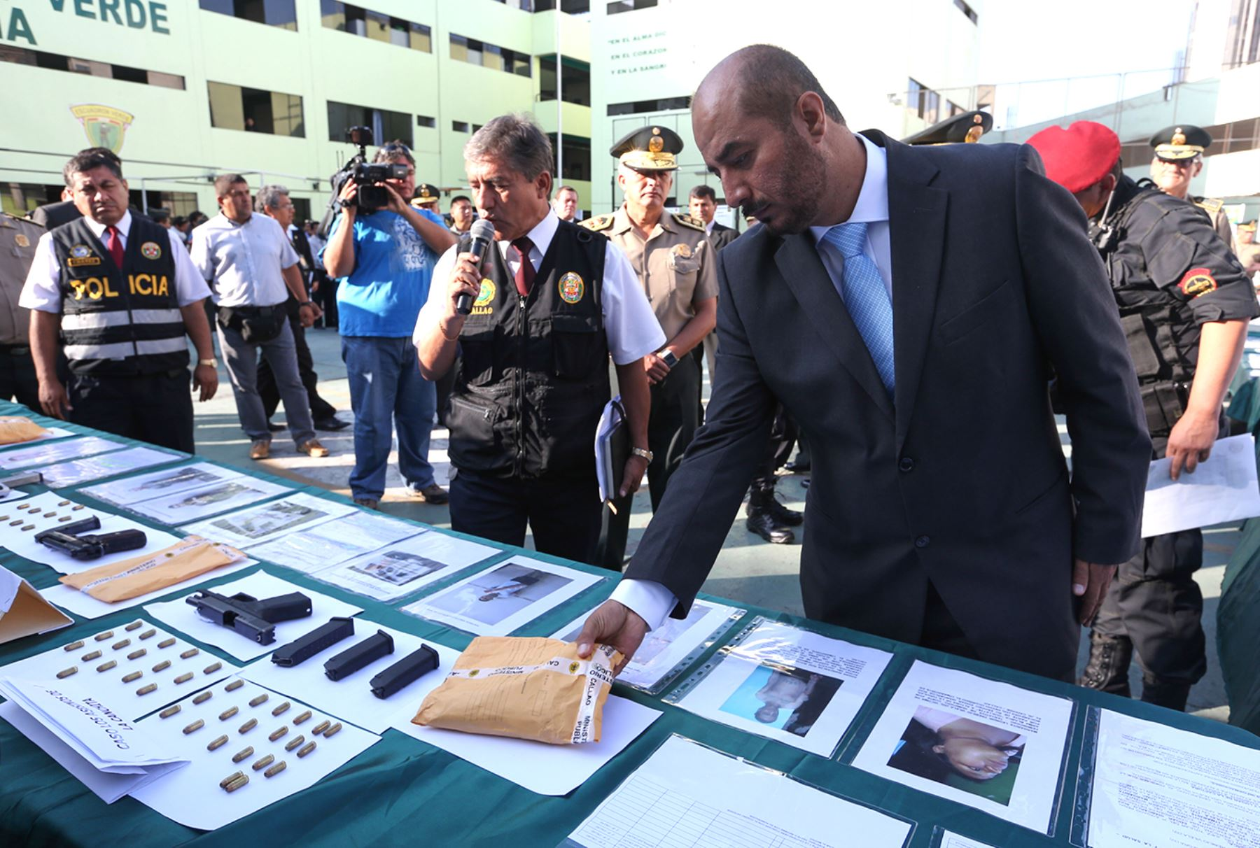 Lima per abril 07 el ministro del interior jos luis for Ministro de la policia nacional