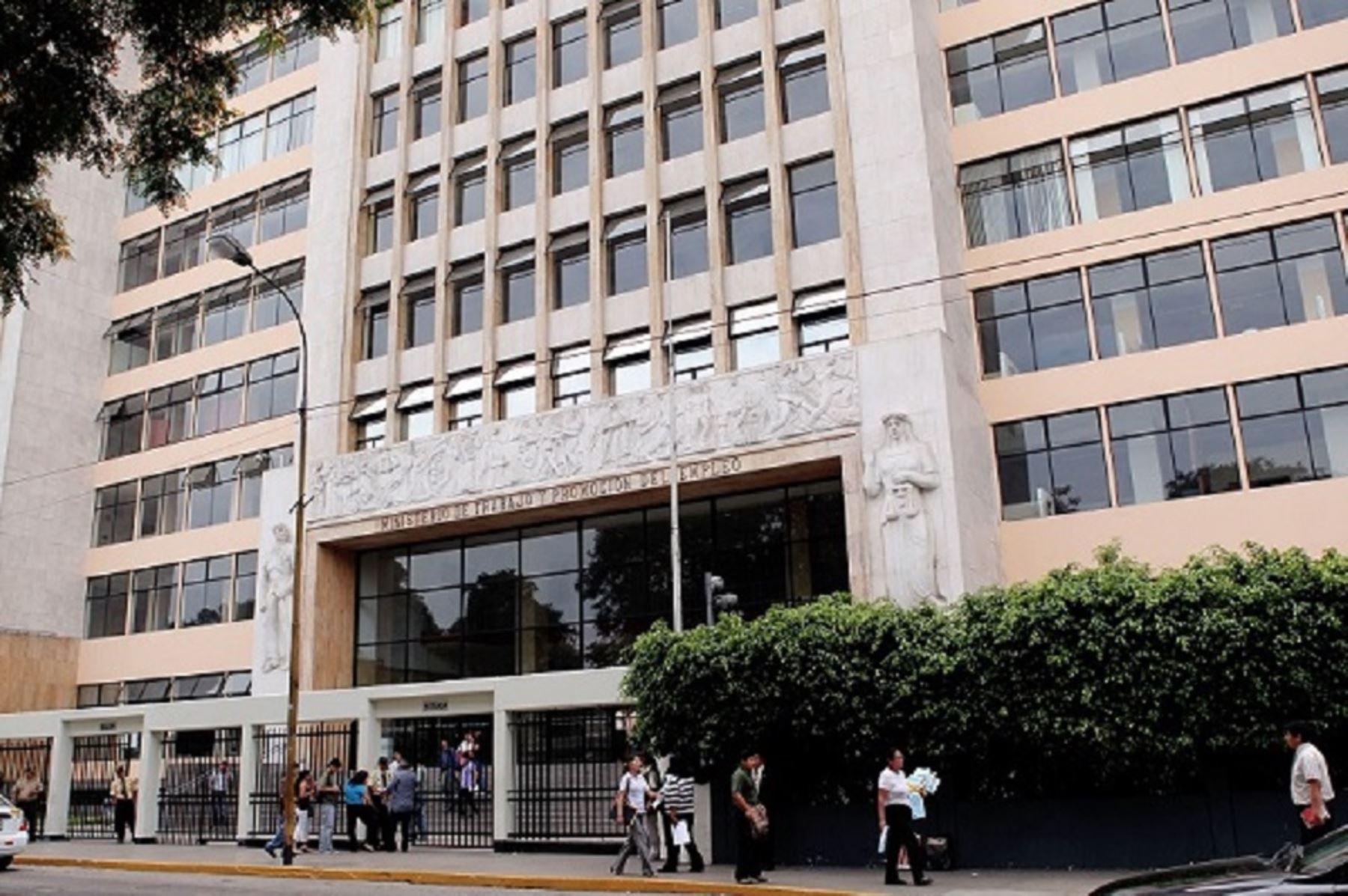 Gobierno designa a sylvia c ceres nueva jefa de sunafil for Oficina estatal de empleo