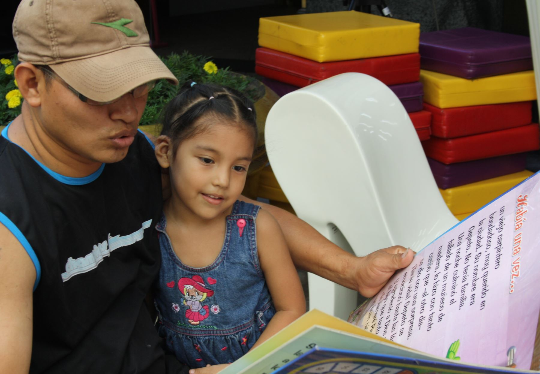 Ministro de Educación exhorta a padres de familia a aprender a escuchar a sus hijos